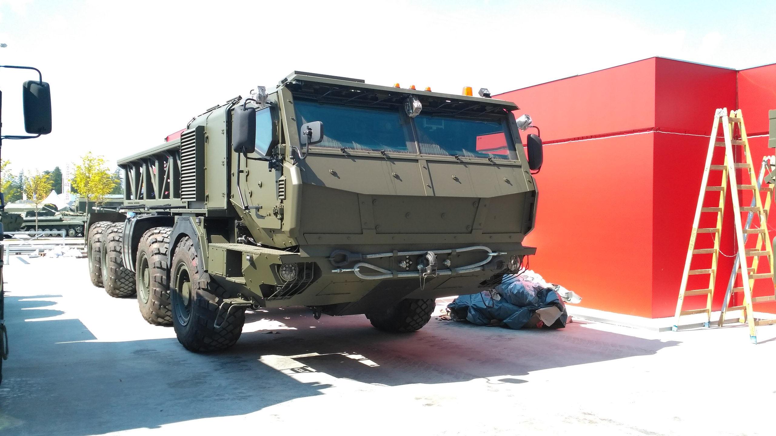 https://trucksplanet.com/photo/kamaz/k-73501/k-73501_26982.jpg